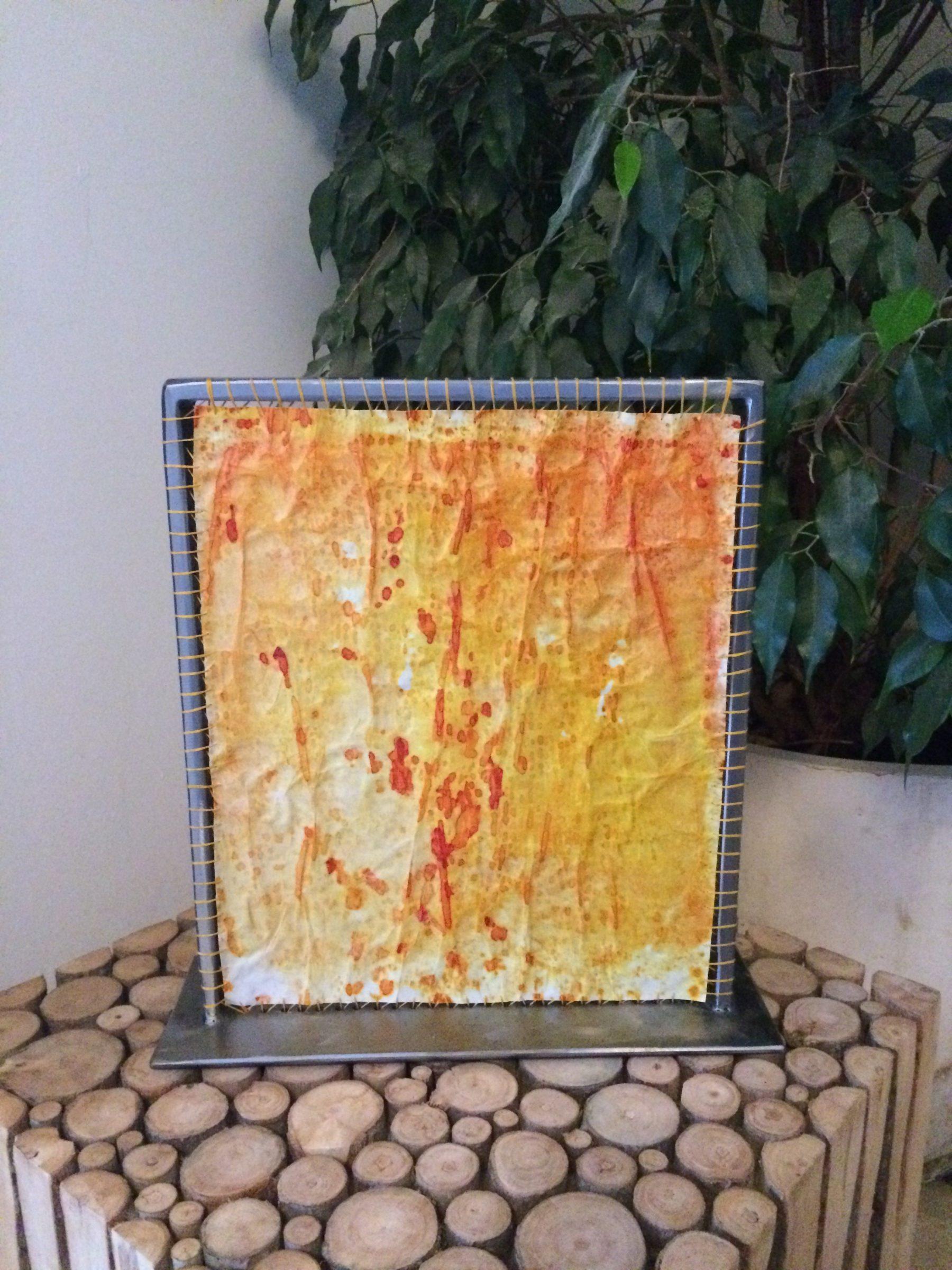 Lampe à poser en papier de soie coloré orangé & ocre.