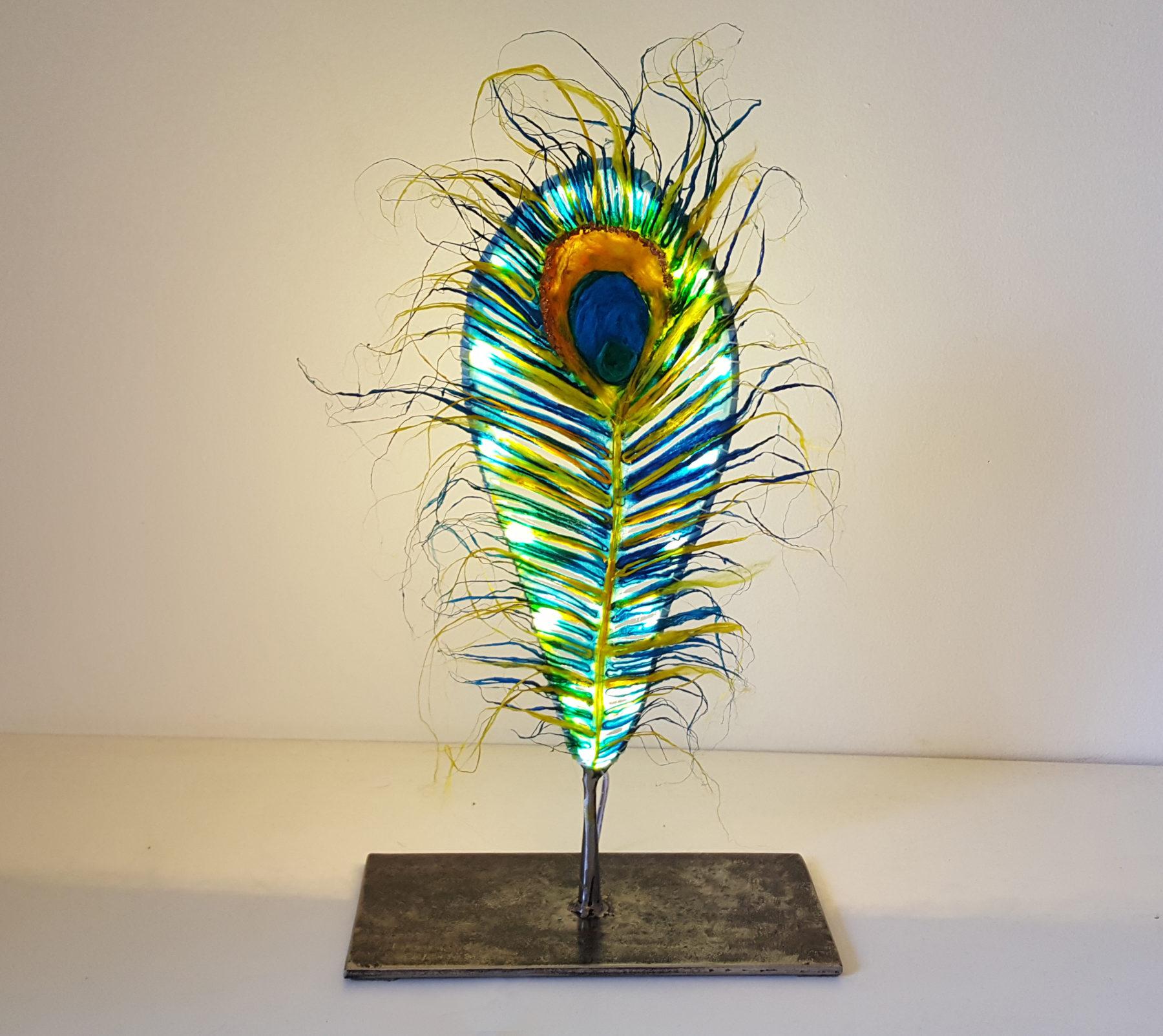 Lampe en plume de paon de soie et acier